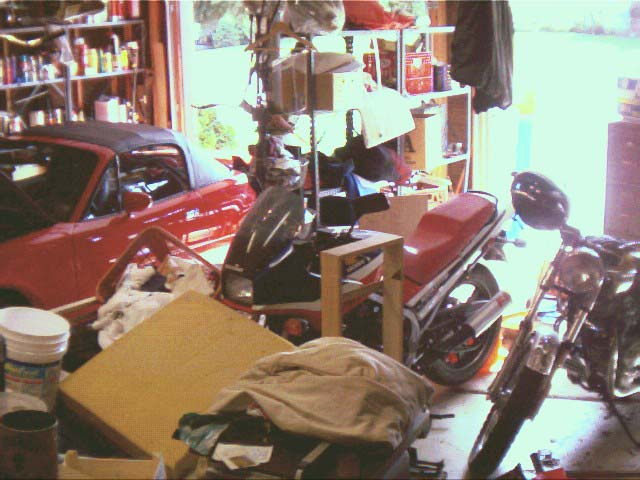 A very messy garage (not my garage!)